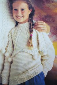 detskiy-pulover-s-pomponami