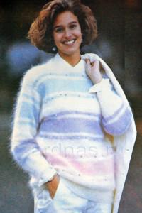pulover-s-polosami-v-pastelnih-tonah