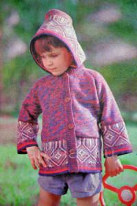 detskaya-kyrtka-s-kapyushonom